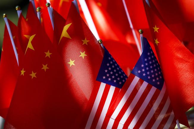 彭博資訊訪調結果顯示,一旦美國對中國其餘3000億美元輸美產品加徵10%關稅,恐使中國GDP難保6%。美聯社