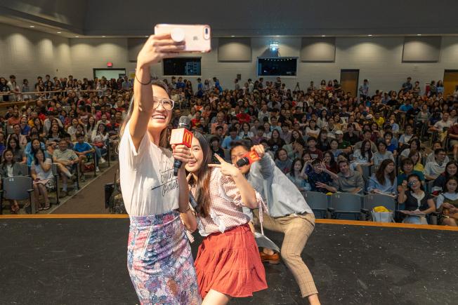 亞裔大學博覽會每年邀請到的主講人都深受學子們喜愛。