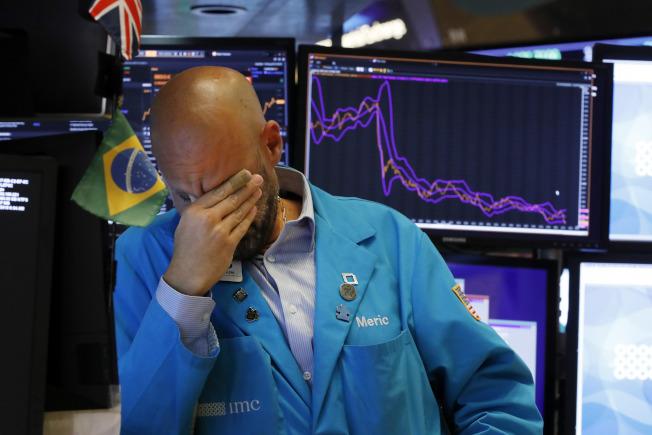 主要股指連續第四周收跌。(美聯社)