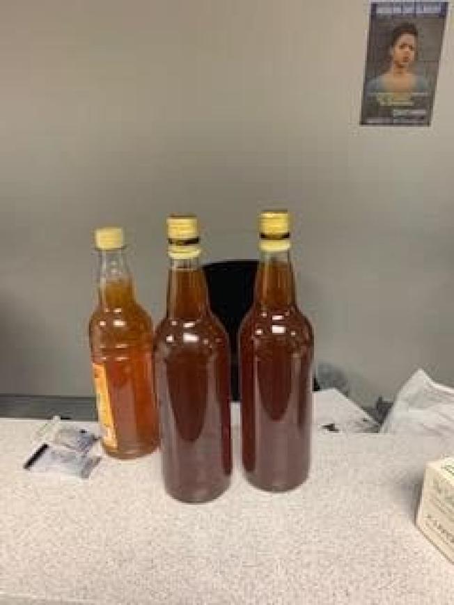 持有綠卡、住在馬里蘭州的牙買加人霍頓,去年耶誕節從故鄉返美時帶了幾瓶蜂蜜,海關人員誤以為那是液體安非他命,硬生生把他羈押了將近三個月才放人。(馬里蘭州警方)