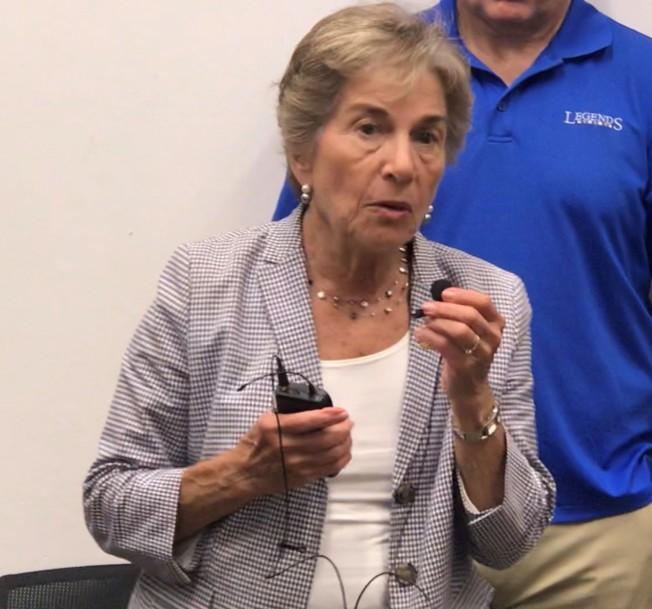 伊州國會眾議員夏考斯基表示,遭遣返亞裔婦的命運,正在全美各個移民社區重演。(特派員黃惠玲/攝影)