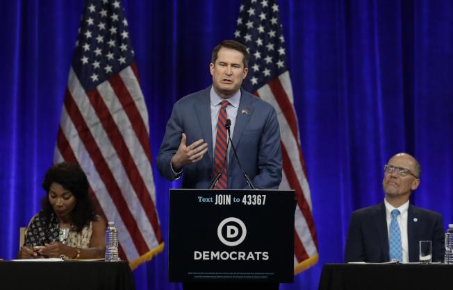 麻州聯邦眾議員莫爾頓成為本周第二名宣布退出民主黨總統初選選戰者。(美聯社)