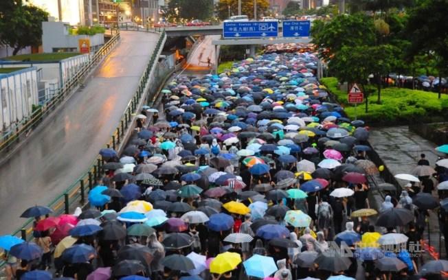 Google宣布YouTube關閉210個頻道,這些頻道針對香港抗議活動企圖操縱輿論。圖為18日香港民陣主辦的反送中集會。(中央社資料照片)