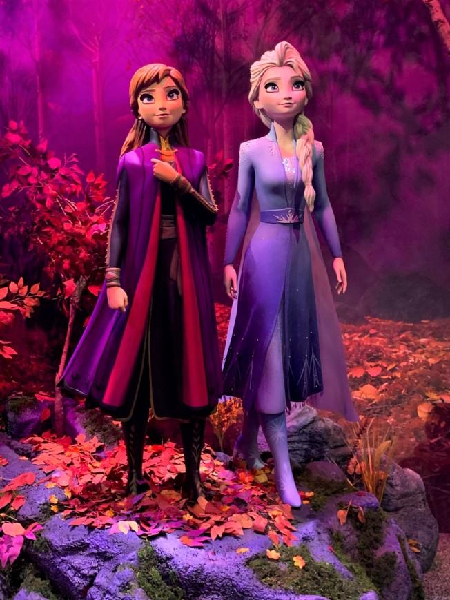 「冰雪奇緣2」角色造型亮相D23漫展,粉絲合影要排長隊。(記者馬雲/攝影)