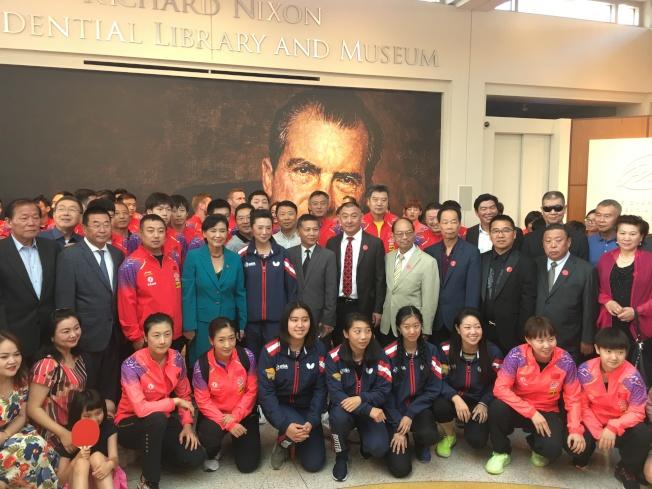 中國乒乓球隊參訪尼克森圖書館。(記者王全秀子/攝影)