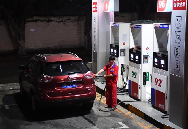 中國將在9月1日對美國原油課稅,圖為中國加油站。(新華社)