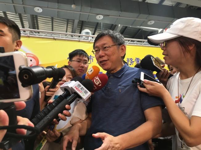 台北市長柯文哲接受媒體聯訪。(記者魏莨伊/攝影)