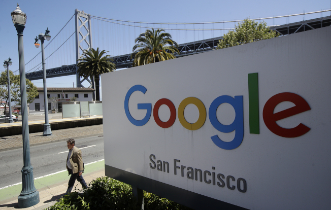 Google發出公告,要求員工上班時不得討論政治以及其他與工作無關的事務,被視為背離了這家網路巨擘引以為傲的自由開放文化。美聯社