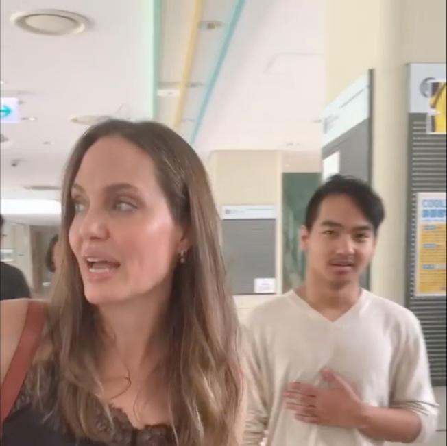 安琪莉娜裘莉與養子麥杜斯在韓國的畫面,看起來一點都沒有不開心。圖/路透資料照片