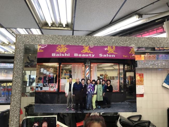 上海美髮廳員工合影。(記者金春香/翻攝)