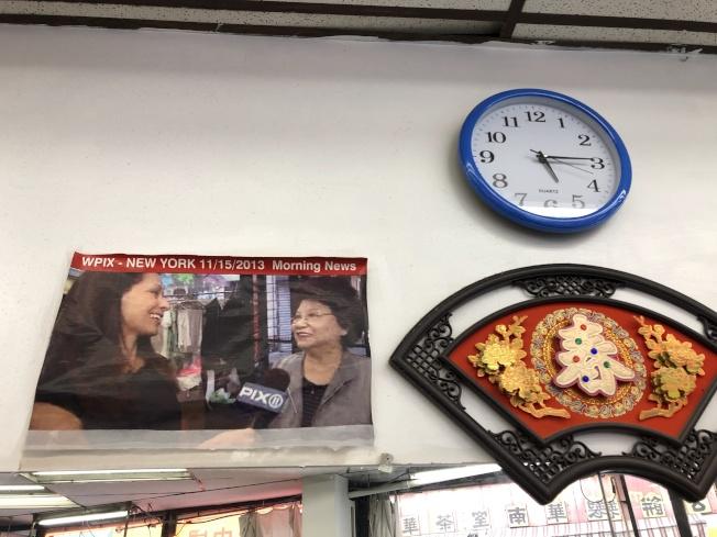 上海美髮廳業主接受不少採訪,也登上旅行書刊,除了老顧客外還有外州慕名而來的客人。(記者金春香/攝影)