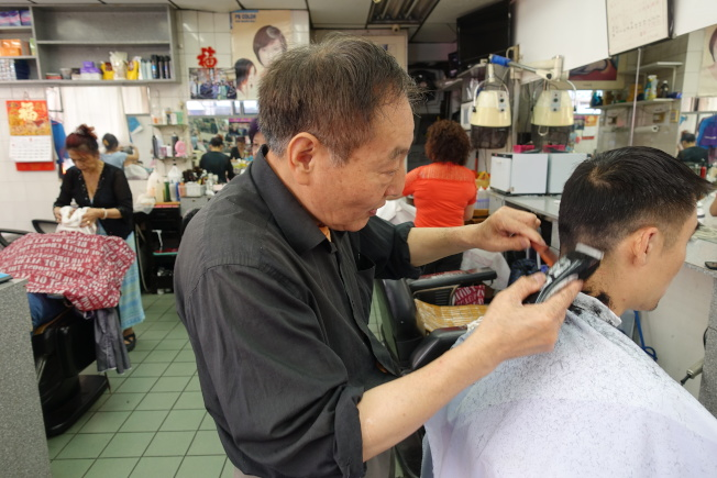 林師傅在上海美髮廳剪髮15年,將「上海老講究」帶到紐約。(記者金春香/攝影)