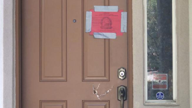 王利西躲在大麻屋內一扇門後遭警方槍擊喪生。(記者啟鉻/攝影)