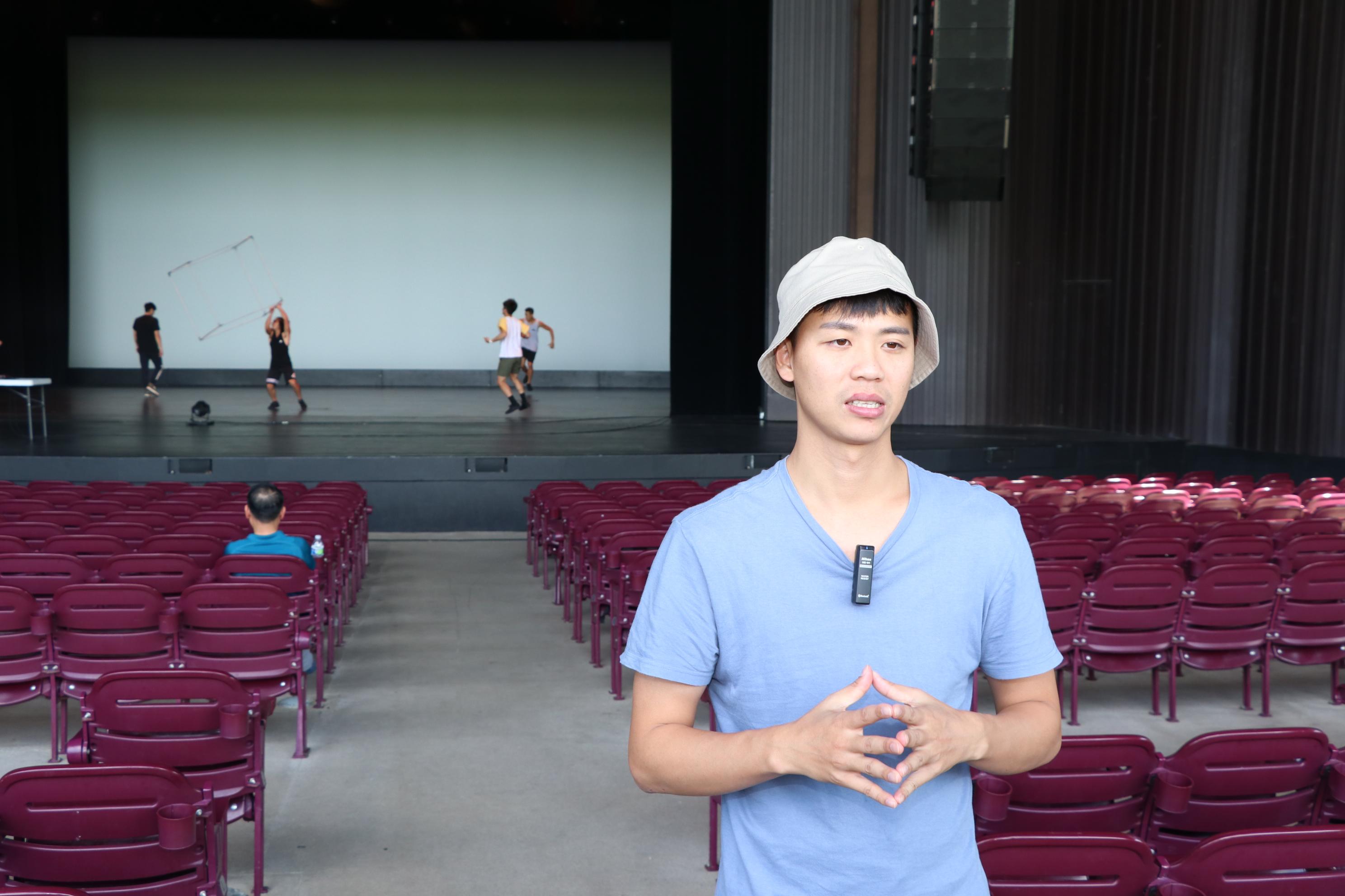 福爾摩沙馬戲團團長林智偉在彩排時表示,他們很榮幸能到休士頓一流的米勒戶外劇場演出。(記者封昌明/攝影)