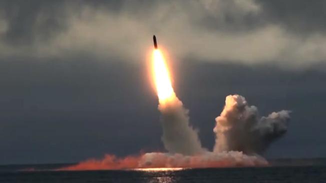 俄羅斯24日在北極海極地區域與巴倫支海試射潛射彈道飛彈「狼牙棒」。(歐新社)
