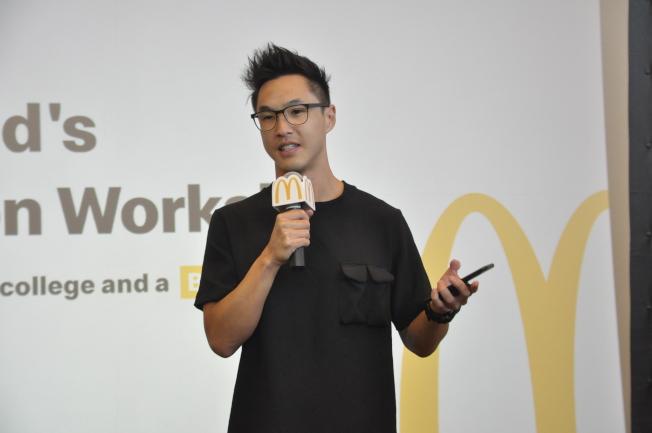 Wesley Chan鼓勵家長,多給孩子們一些嘗試的機會。(記者李榮/攝影)