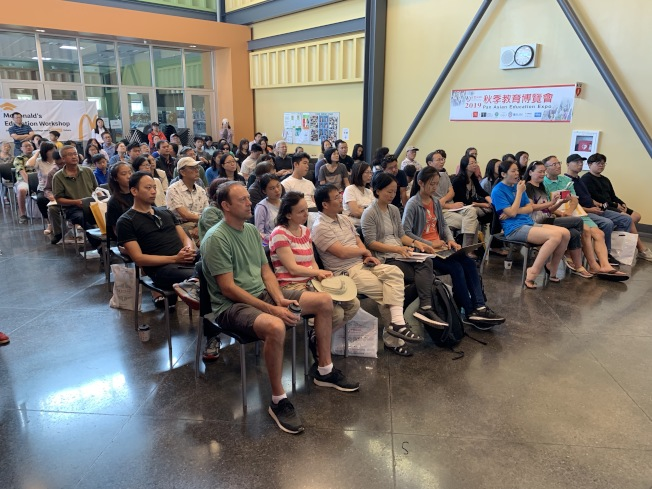 六場講座場場爆滿,家長學生認真聽講、踴躍發問。(記者林亞歆/攝影)
