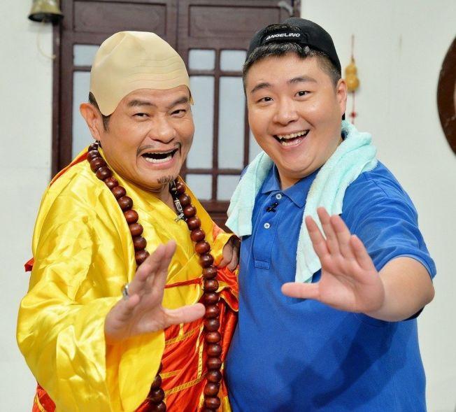 許效舜(左)和郝劭文演起短劇笑果十足。(圖:衛視中文台提供)