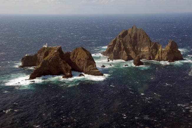 南韓軍方25日和26日在獨島舉行防禦演習。(路透)