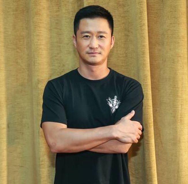 吳京被拍到當街罵司機,背後原來是有原因的。(取材自微博)