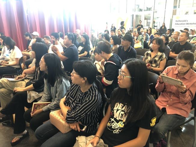 講座吸引滿場聽眾。(記者李榮/攝影)