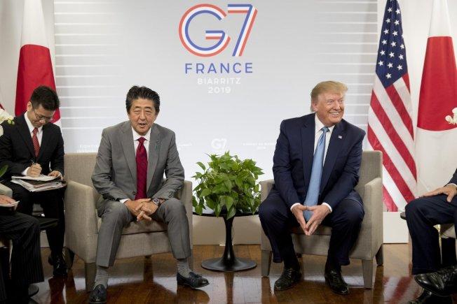日相安倍晉三(左)和美國總統川普(右)。(美聯社)