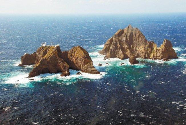 南韓今(25日)起在日韓間有主權爭議的獨島(日本稱竹島)周邊海域舉行為期2天的軍事演習,日本已透過外交管道提出強烈抗議,要求南韓軍方停止演習。 路透