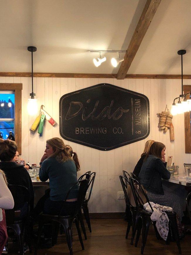 加拿大紐芬蘭省一個小鎮迪爾多(Dildo),最近因為美國脫口秀主持人吉米金摩(Jimmy Kimmel)自稱「競選」該鎮鎮長,聲名大噪。圖為當地與該鎮同名酒廠。(中央社)