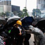 〈港衝突圖輯〉荃葵青遊行爆衝突 8人受傷送醫