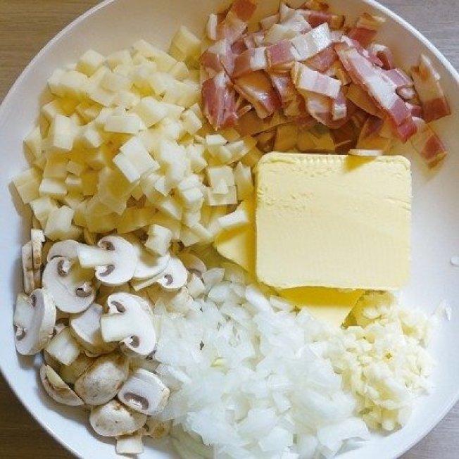 濃湯裡加了奶油、馬鈴薯和培根,營養熱量滿點。圖/太陽臉