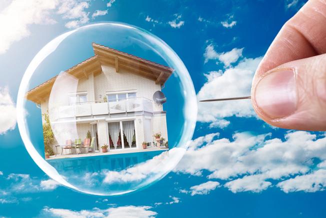 南加房市可能泡沬化警訊已現,地產經紀建議手上有現金者宜做好準備。(Getty Images)