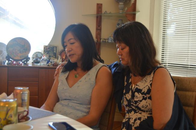 史丹福教授、精神科醫師胡若娜(右),聖拉蒙聯合校區學委王敏兒(左)現場表演戲劇,反應華裔家長和子女溝通問題。(記者劉先進/攝影)
