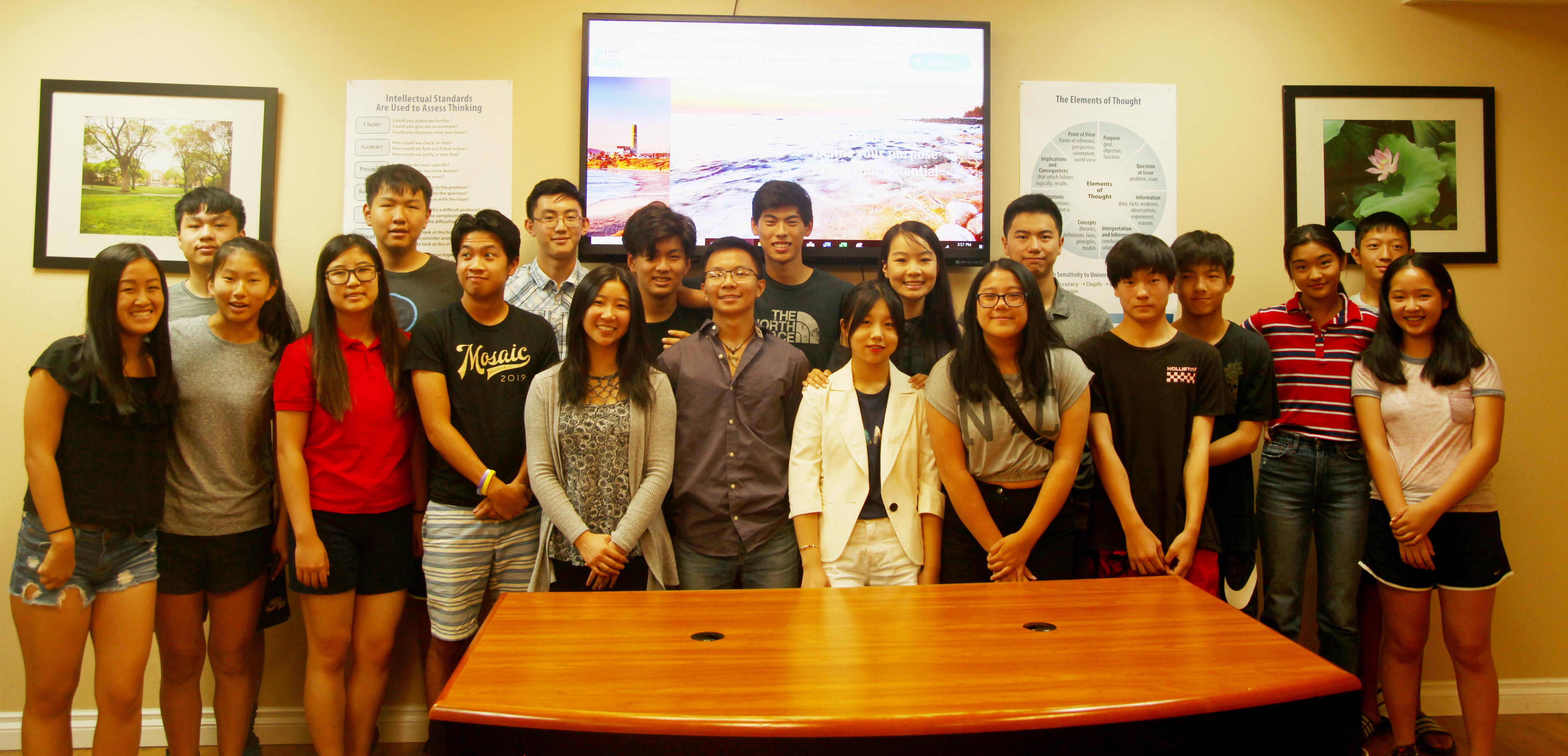 今年暑假LWPF基金會在社區推出Bridging the Gap Learning活動小組,讓學生們透過社區分享提高個人綜合能力。(LWPF基金會提供)