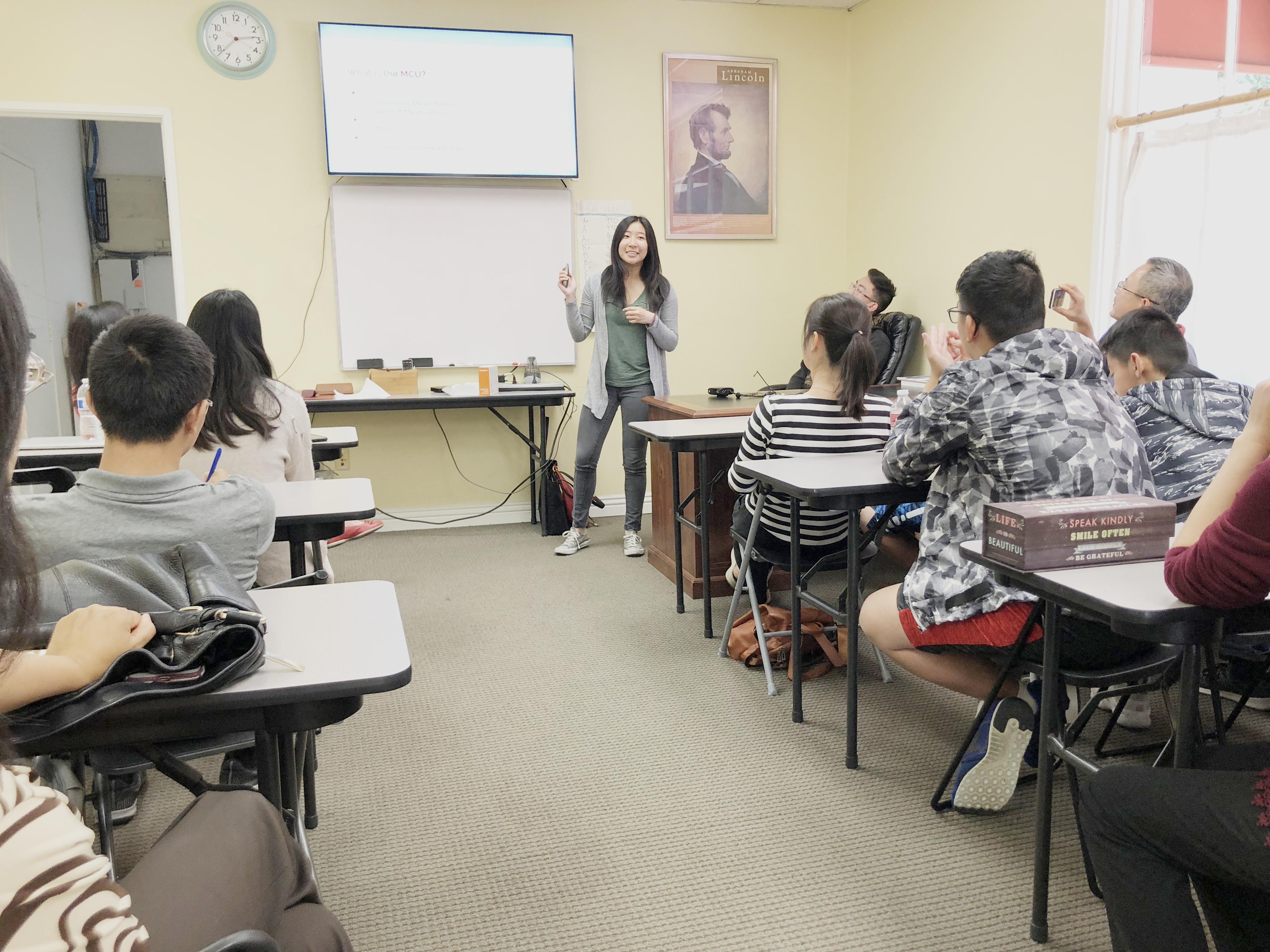 基金會華裔學子們在當地學校、培訓機構分享興趣與知識。(LWPF基金會提供)