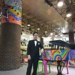 華裔小鋼琴家馮冠宇 紐約巴士總站演奏一周