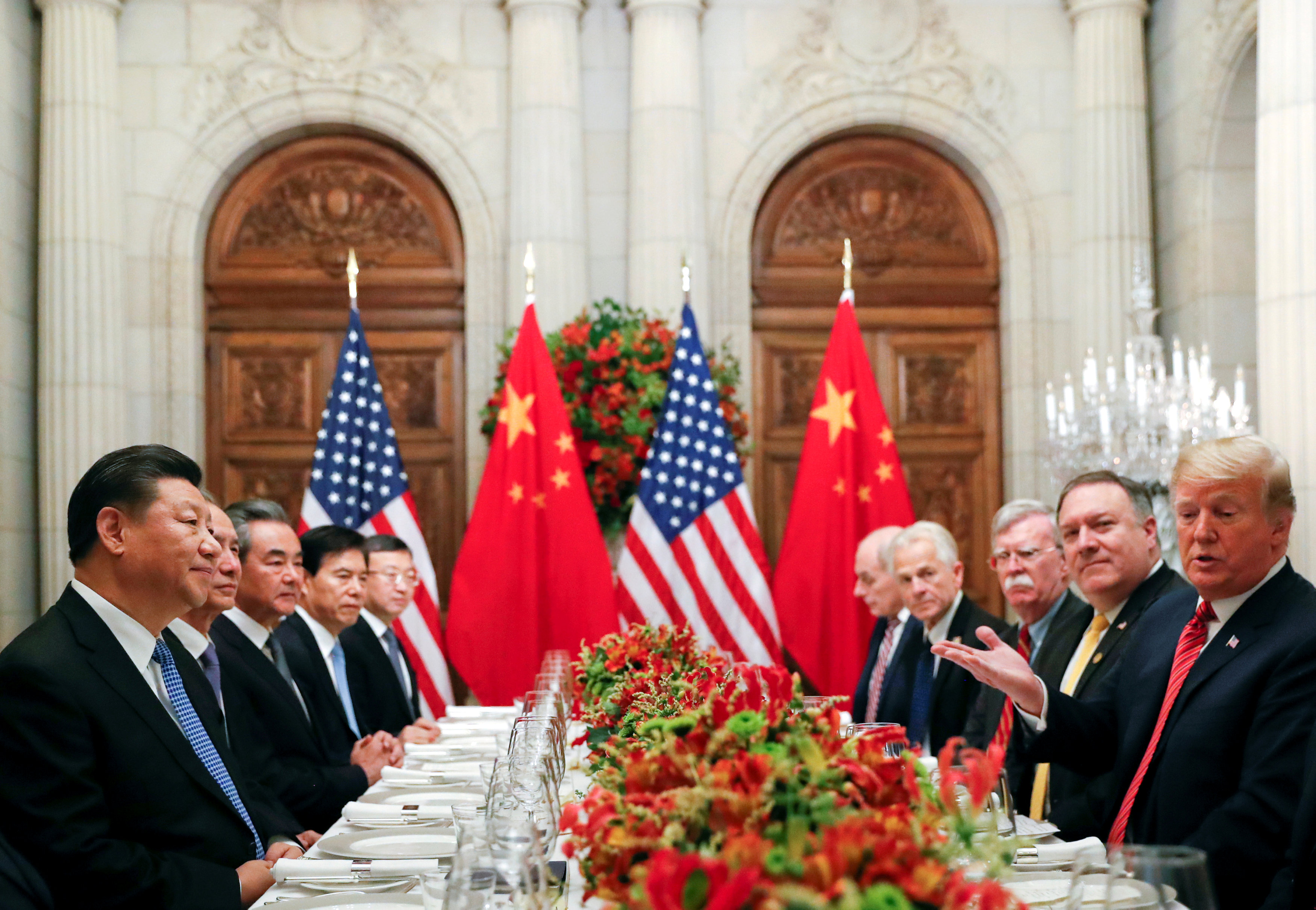 專家認為中國研判川普可能無法連任,貿易戰可以拖到2020年再說,不急著與川普政府達成協議。圖為2018年12月在阿根廷G20峰會上的美中雙邊經貿會談。(路透)