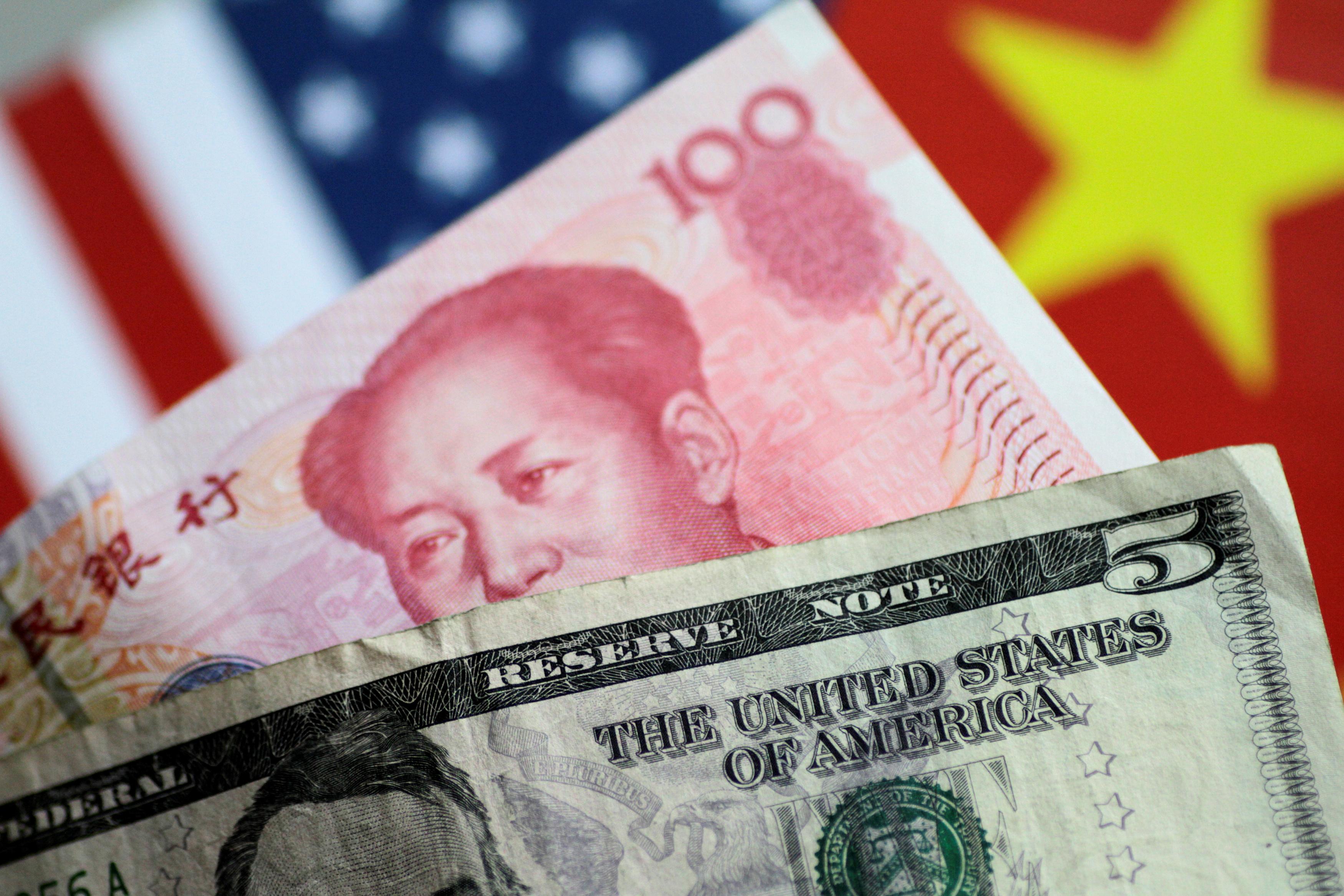 中方看透川普總統的談判手法,使用人民幣對美元貶值做為武器,衝銷關稅帶來的壓力。(路透)