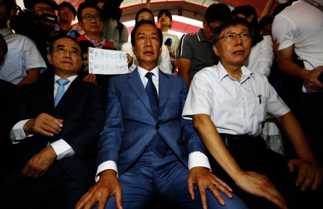 海外僑胞非常擔憂「郭柯王」成定局,將影響到藍營總統候選人韓國瑜的選情,導致藍營慘敗。(聯合新聞網)