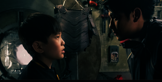趙家正(左)在「一級玩家」中飾演要角「小刀」。(華納電影公司)