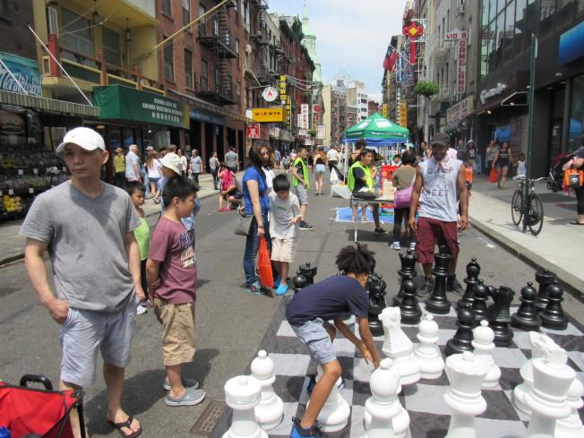 「中秋賞月周末漫遊節」將於9月7日在華埠舉行,集結多種活動與表演,讓民眾感受中秋節氣氛。(本報檔案照)