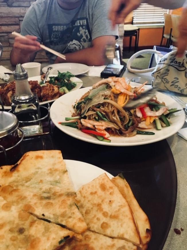 華人餐館業者反應遭到信用卡刷卡服務公司業務員誤導,並質疑對方手法涉及詐騙。(讀者提供)