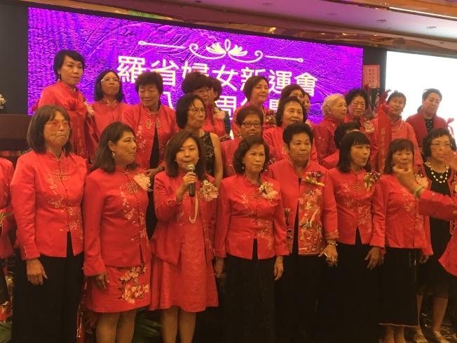 羅省婦女新運會成員現場演唱兩首歌曲。(記者謝雨珊/攝影)
