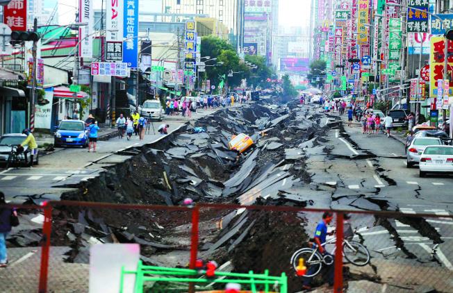 2014年7月31日高雄氣爆死傷嚴重。(本報資料照片)