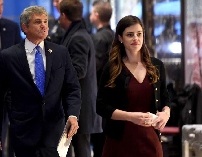 白宮秘書魏斯特荷(右)已經離職,而離職原因竟然是忠誠度受到質疑。(Getty Images)
