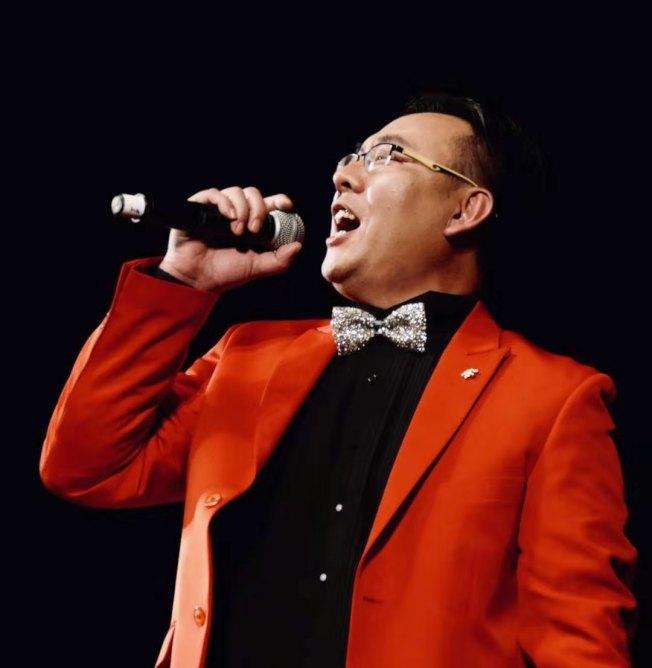 薛浩虎將為民眾帶來經典歌曲演唱。(薛浩虎提供)