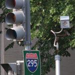 指闖紅燈攝影未公證 男子控市府違法