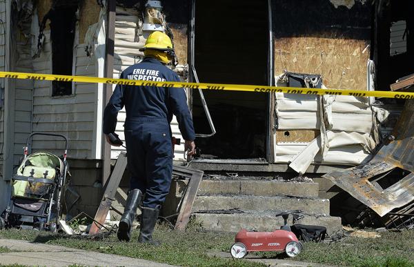 消防局封鎖現場進行調查。(美聯社)
