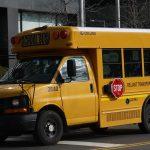 葛謨簽法 授權校車安裝攝像頭 嚴打違法超越校車