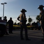 〈圖輯〉 7死22傷!德州槍手險衝入影城濫射 警包抄擊斃