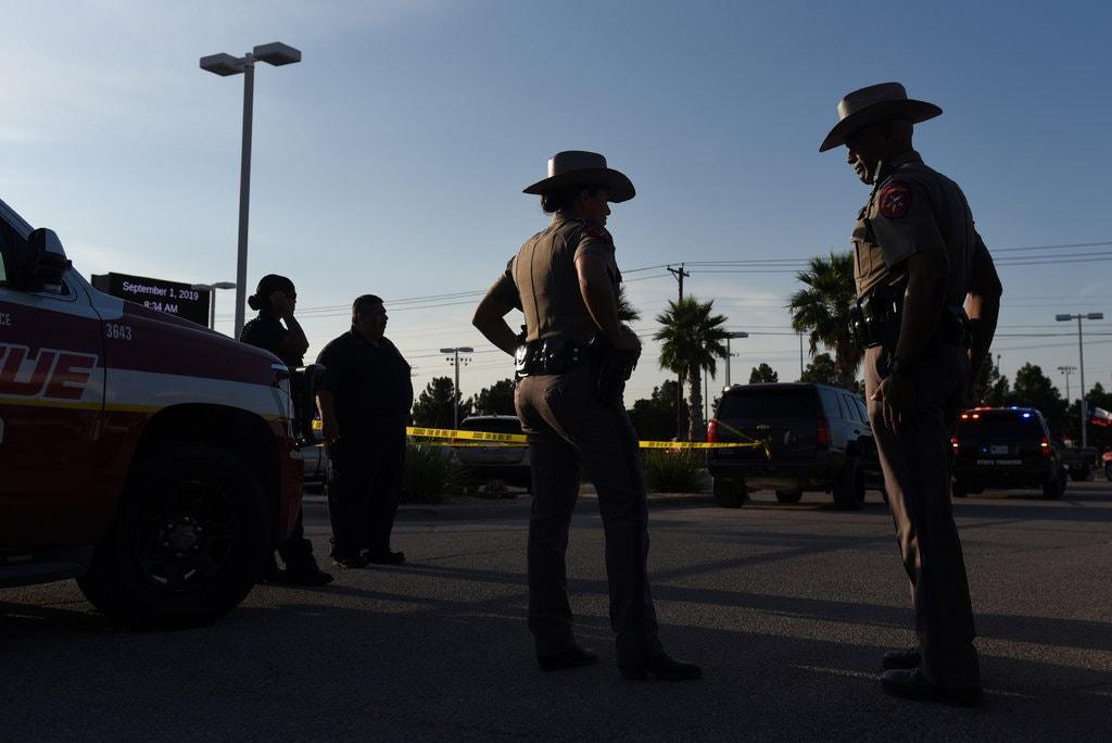 德州西部31日發生槍擊案後,警方封鎖周邊道路。路透